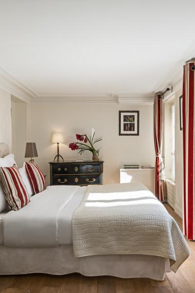 Paris vacation apartments ile saint louis gorgeous two for 12 12 bedroom designs