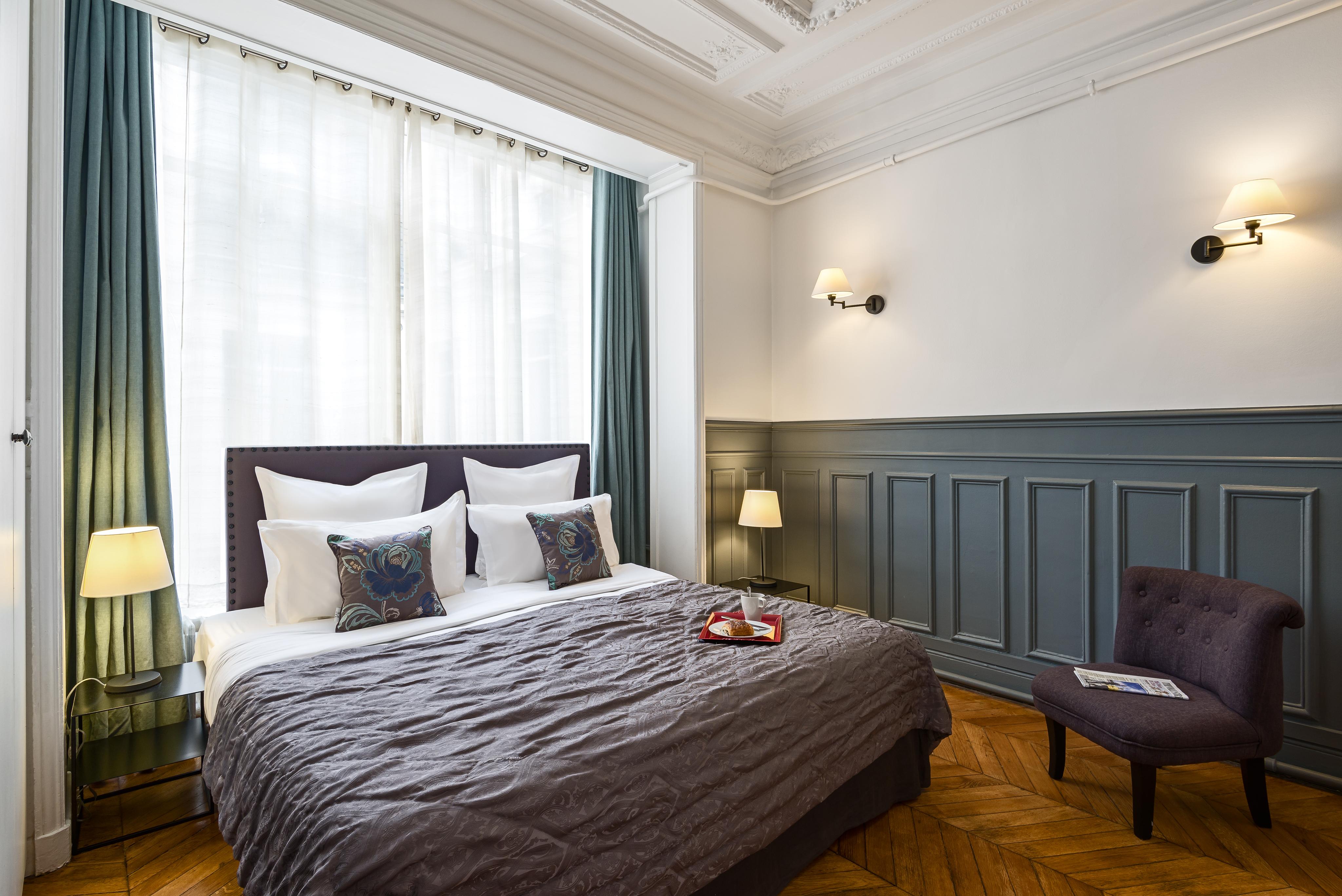 Paris Vacation Apartments | Concorde Chic Three Bedroom